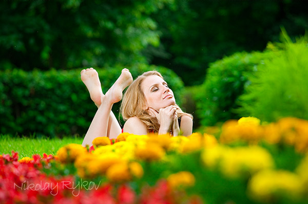 Модель Яна Шматова. Фото сессия на цветочной поляне
