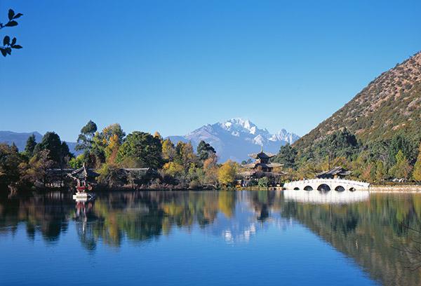 Фотография одного из парков китайского города Лиджанг Lijiang