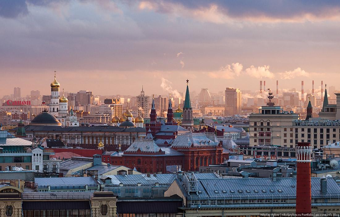 Вечерняя Москва с крыши комплекса «Легенда цветного»